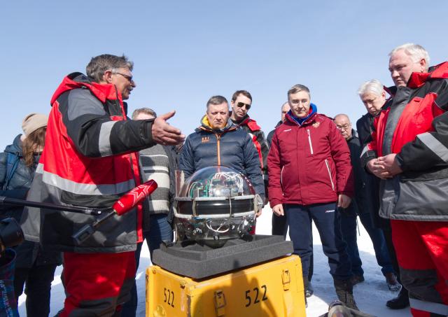 俄羅斯科學家在貝加爾湖中正式啟用了北半球最大的水下太空望遠鏡。(Bair Shaibonov / Russian Institute for Nuclear Research / AFP)