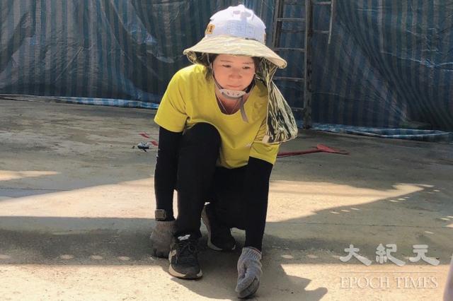 臺灣新住民劉貞麟考取職業安全管理甲級技術士證照,榮獲108學年度甲級證照獎勵金。(移民署提供)