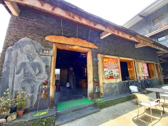 一山沐咖啡屋,漂亮精緻的石板屋。(龍芳/攝影)