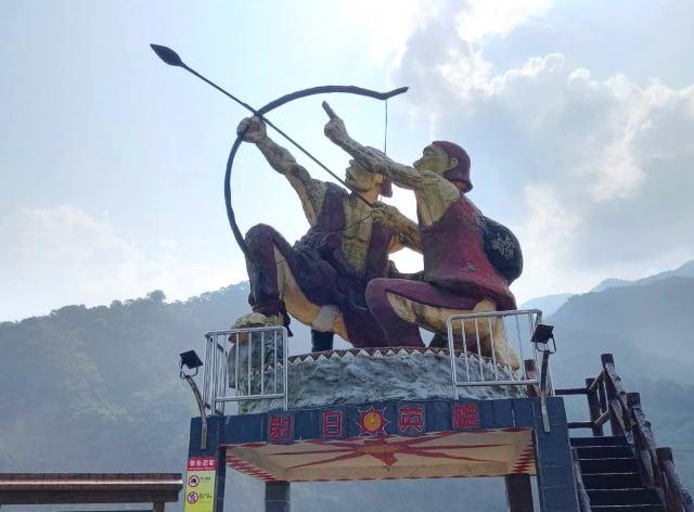 茂林村的射日英雄雕像。