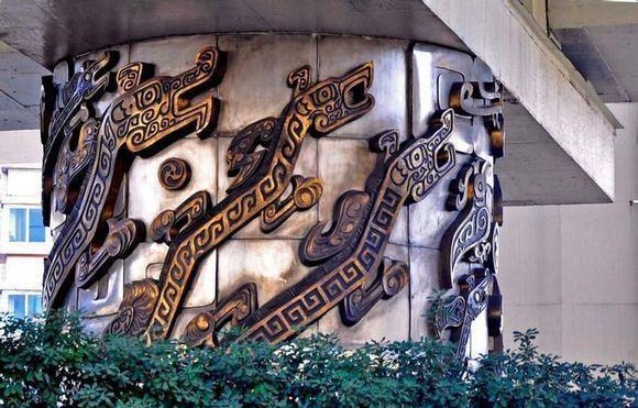 上海有一「九龍柱」,被稱為上海十大奇聞之首。背後隱藏了一個很離奇的故事──高僧作法驅龍。(網路圖片)