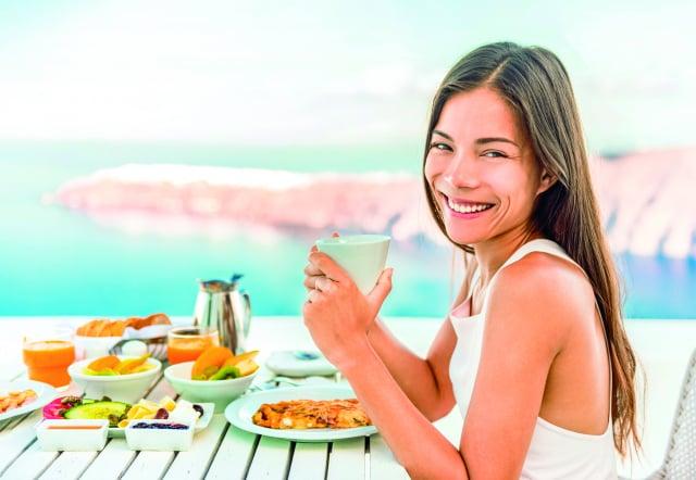 參考臺灣衛生福利部國民健康署設計的「我的餐盤」,當作每日飲食指南,或是進一步安排健康檢查檢視身體狀態,並尋求醫生或營養師的專業協助,找出最適合自己的健康飲食方法。(Shutterstock)
