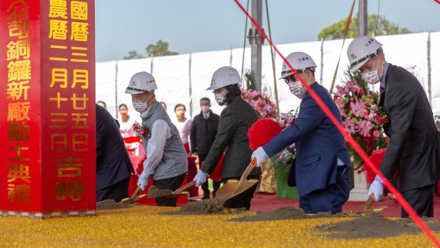 總統蔡英文(右3)出席「力晶積成電子銅鑼廠新建動土典禮」。(總統府提供)