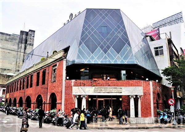 2006年1月,臺中糕餅業者「日出 宮原眼科」首創以鳳梨為內餡製作「土鳳梨酥」,一時之間「鳳梨酥包冬瓜餡、沒有鳳梨」成了社會討論焦點。