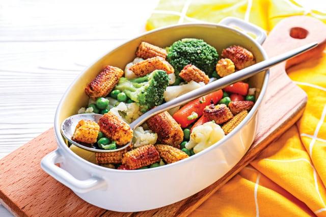冰箱的冷藏只能抑菌,無法滅菌,因此料理過的食物最多冷藏1~2天,不要超過 3天,冷凍期限最多1個月,一旦過期就要處理掉。(Shutterstock)