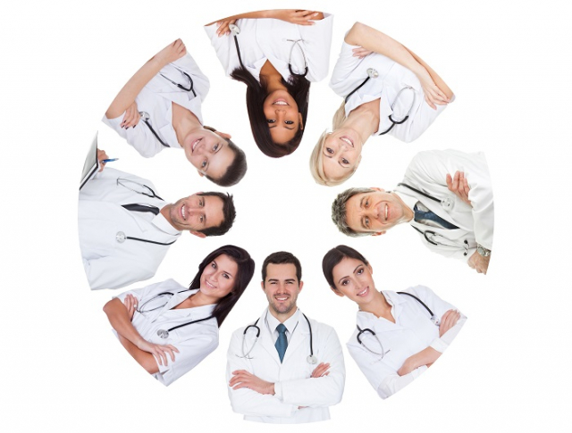 上腔靜脈與下腔靜脈都屬大血管,但均位於身體最深處,一般外科組成跨科醫療團隊。(123RF)