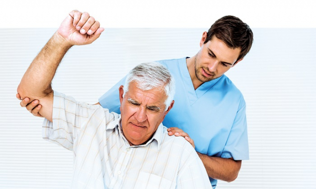 激痛點位在肌肉組織的緊繃帶中,是一個難搞的小點,只要按壓激痛點,就會感到疼痛。因此可以通過按壓激痛點,重現並確認自己身上的症狀。(Shutterstock)