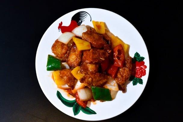 糖醋魚片外酥內嫩。(炒炒蔬食熱炒提供)