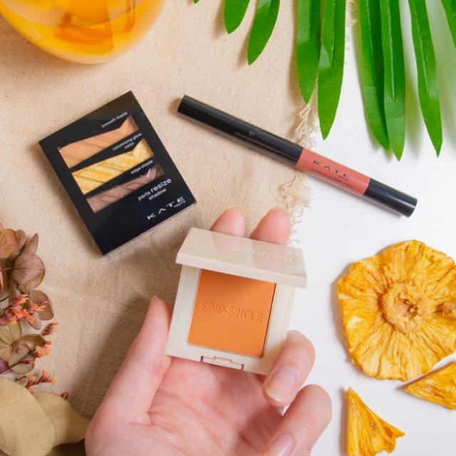 黃橘色調的「鳳梨冰柚茶」彩妝。(屈臣氏提供)