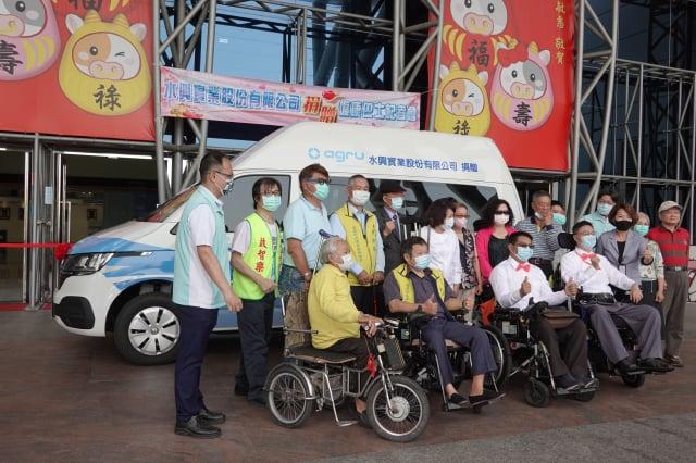 復康巴士捐贈活動大合照。