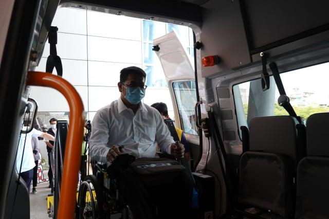 該車車廂內高度可充分因應各種特殊條件的使用者,如僵直性脊椎炎患者或使用高度較高的電動輪椅者,更方便陪同家屬對搭乘者的照顧。
