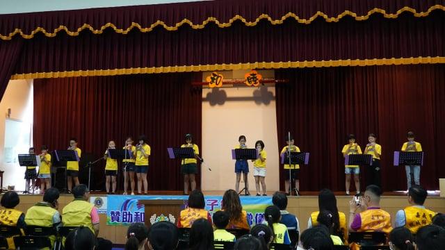 和睦國小共成立八大社團,今天也給陶笛隊一個表演的舞台。