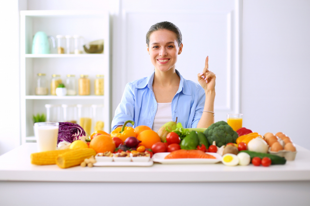 日常飲食積極攝取9大類護胃食物,它們如同「天然腸胃藥」,能有效護胃、幫助改善胃食道逆流。在此我們就來認識這9大類護胃食物。(Shutterstock)