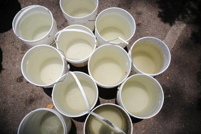 臺灣旱情嚴重,民眾紛紛儲水為停水作準備。安全儲水有4點要留意。(Eva Marie Uzcategui/Getty Images)