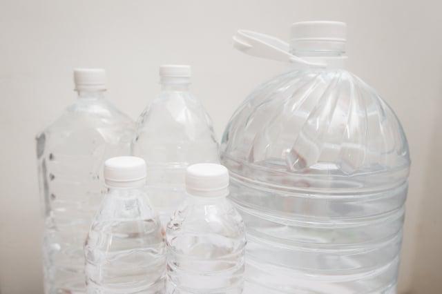 以塑膠類容器儲水,要留意塑膠材質辨識碼。 (攝影/陳柏州)