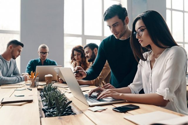 主管給的指示如果無法理解,建議要當場詢問清楚,這樣才能避免工作進展延遲不動。(Shutterstock)