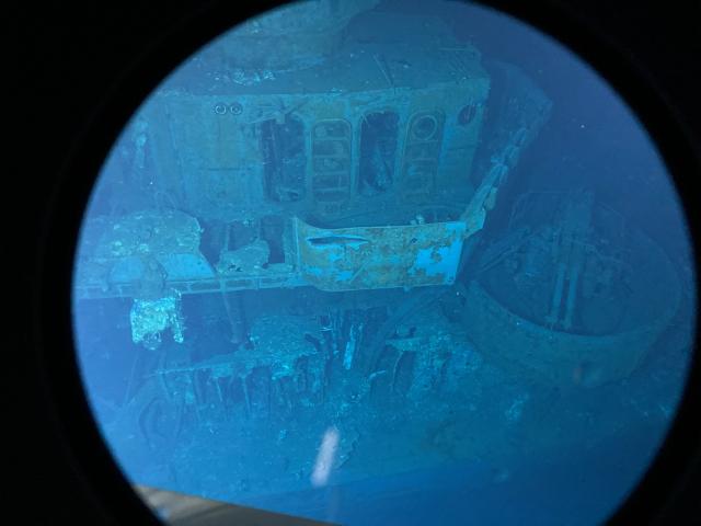 根據卡拉丹海洋科學探測公司發布的照片,可以清楚看到二戰時沉入海底的約翰斯頓號部分殘骸。(Caladan Oceanic/AFP)