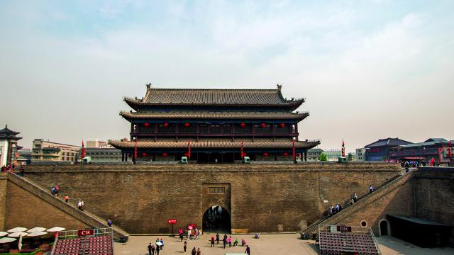 故秦都城咸陽郊外舉辦的鴻門宴為楚、漢戰爭埋下了伏筆。圖為西安古城門。(Shutterstock)