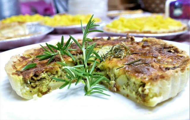 法式鹹派,內餡有洋蔥、豬絞肉、馬鈴薯、綜合香料。(攝影/賴瑞)