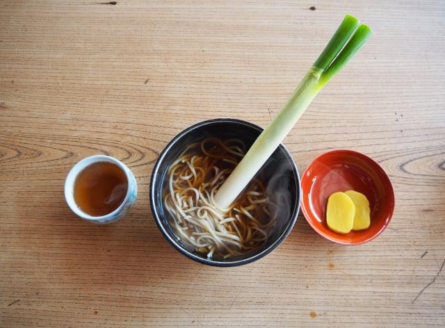 高遠蕎麥以大蔥而非筷子進食。 (Shutterstock)