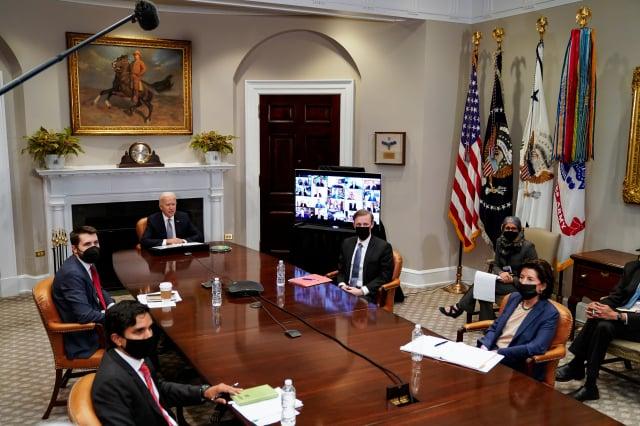 2021年4月12日,華盛頓特區,在白宮羅斯福廳,美國總統拜登舉行「恢復半導體和供應鏈執行長峰會」。(Amr Alfiky-Pool/Getty Image)