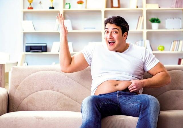 瘦小腹,除了調整生活與飲食習慣之外,有2個在日常生活中可以經常做的動作,讓小腹快速瘦下來。 (Shutterstock)