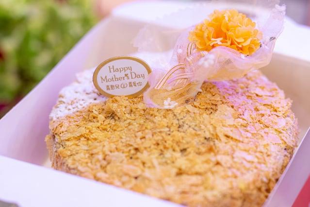 桃園庇護工場推出母親節蛋糕禮盒。