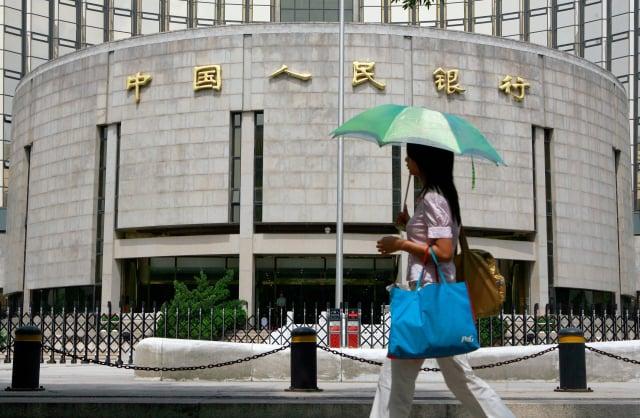 中共央行將對4千多家銀行進行風險測試。(TEH ENG KOON/AFP via Getty Images)