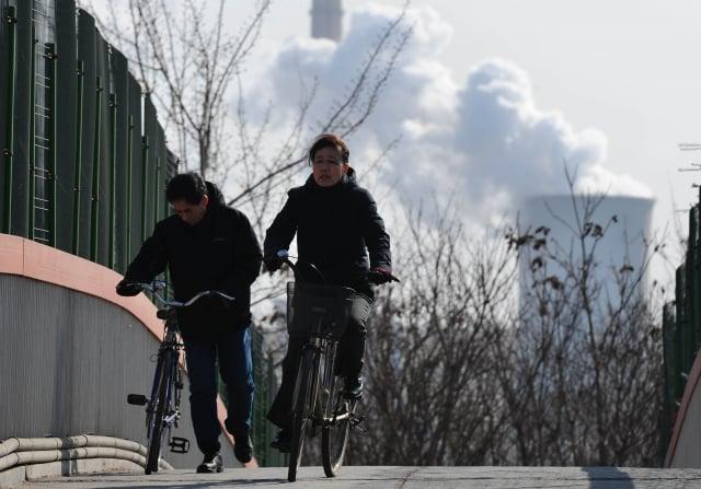 有港媒翻查中共官方資料,發現中國現存的49座核電機組都會將核廢水傾倒到大海裡。示意圖。(FREDERIC J. BROWN/AFP via Getty Images)