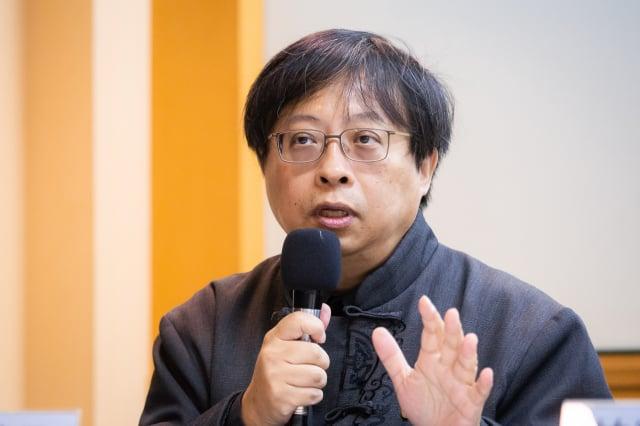 學者曾建元向臺灣境內「失敗主義」份子喊話,不要對共產黨統治下的統一存有幻想。(記者陳柏州/攝影)