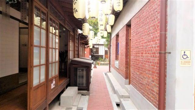 市定古蹟「梧棲文化出張所」正式開幕後,營運後空間-B棟及D棟之間的紅磚廊道。
