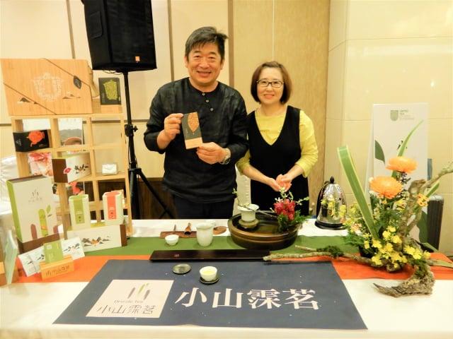 嘉義阿里山第一家茶莊小山霂茗,由第二代接手,兼營花道。