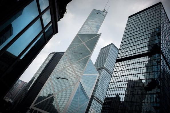 風水師指中銀大廈外形酷似一把「尖刀」,直插香港金融中心,並且與香港總督府對沖。(PHILIPPE LOPEZ/AFP/GettyImages)