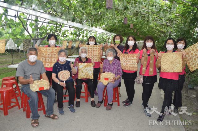 埔心鄉大華社區志工阿嬤教學植物染。
