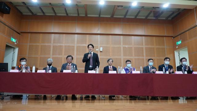 副總統賴清德受邀在中區縣市醫師公會幹部醫政研討會上致詞。