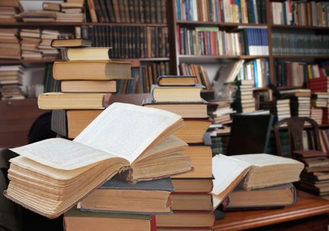 在圖書館,可盡情翻閱各種書籍。(Shutterstock)