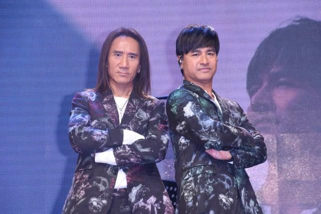 (左起)顏志琳、尤秋興演唱新歌《我很好騙》。(記者黃宗茂/攝影)