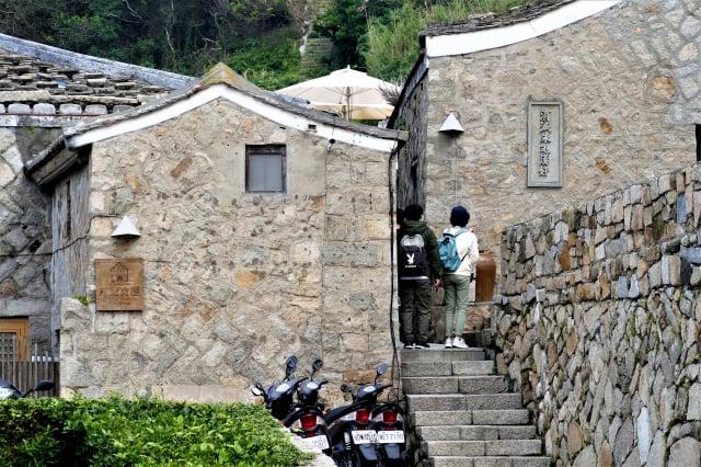 芹壁村的建築採用的花崗岩,據說大部分是來馬祖捕魚的漁船帶來的壓艙石。(攝影/鄧玫玲)