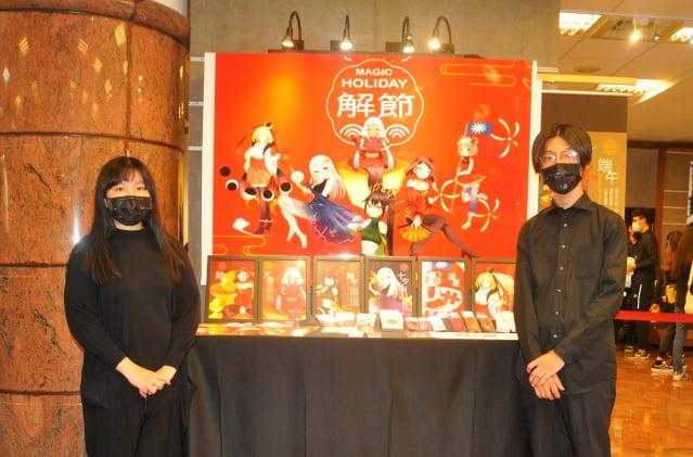 商業設計系學生以現代社會年輕人流行的潮流對華人傳統節慶做不同的意象造和詮釋創作出各種不同的文創產品。