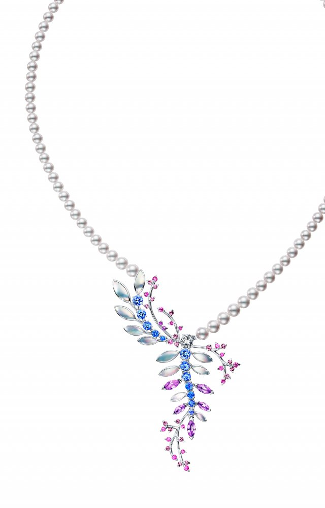 獨家TASAKI wisteria彩寶珍珠項鍊,夢幻唯美。(微風集團提供)