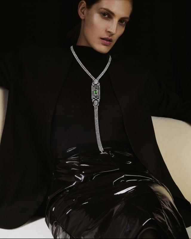 BOUCHERON Cravate Emeraude 祖母綠珍珠領帶,奢華尊貴。(麗晶精品提供)