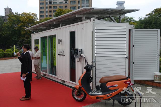 「驛日光屋」是座無需透過台電供電,可自行發電的獨立移動示範屋。(記者方金媛/攝影)