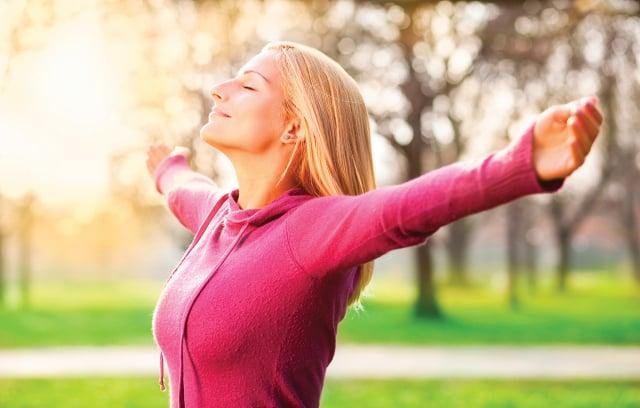 中醫講「正氣存內,邪不可干」,你可知道自己的正氣是否充足,通過觀察舌苔、穴位與按壓穴位,就可以自我判斷。 (Shutterstock)