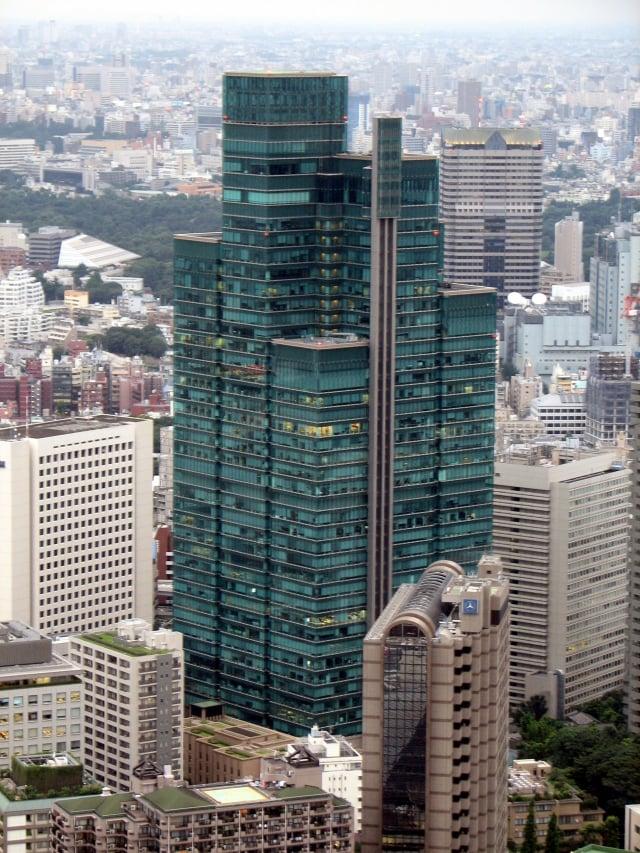 圖為SBI集團所在地泉花園大廈。(Chris 73 / Wikimedia Commons)