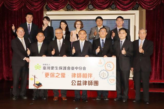 由臺中更保也邀集10名義務律師組成「公益法律顧問團」,提供更生人免費法律諮詢。