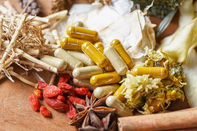 遵守中藥用藥安全五撇步,讓養生既安全又樂活。(123RF)