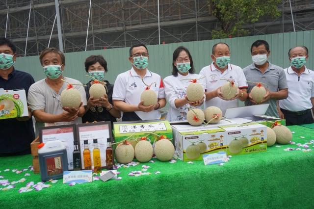 一年一度的崙背洋香瓜節即將在5/8日母親節前夕登場,3日舉行宣傳記者會。(記者廖素貞/攝影)