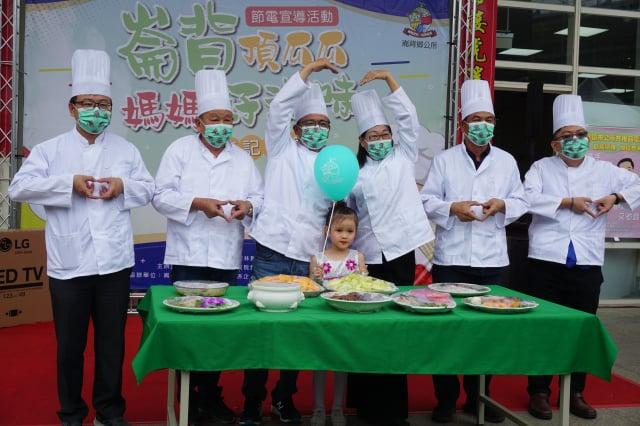 鄉長李泓儀(左三)副縣長謝淑亞(右三)歡迎全國民眾來崙背品嘗台灣最甜的洋香瓜。