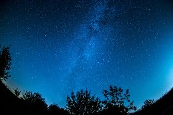 衛星群光汙染 千百年星空美景將不在?