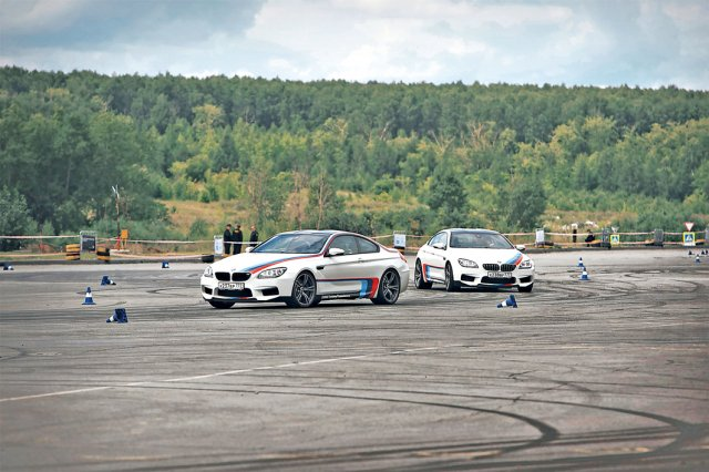 在煞車時,輪胎與車輛的煞車和懸吊系統起到重要的作用。(123RF)